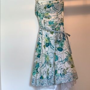 Dress with tulle underlay